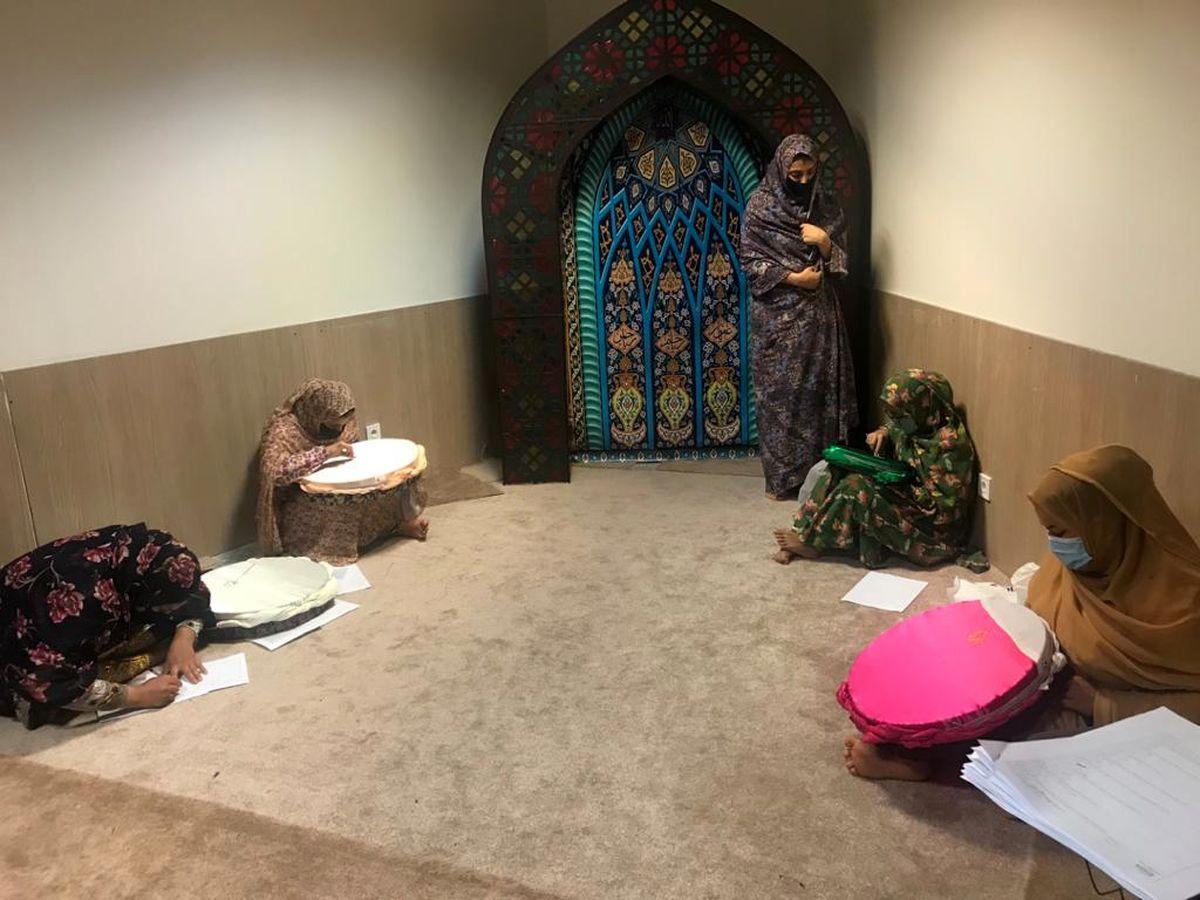 سومین آزمون عملی صنایع دستی با حضور 13 هنرمند قشمی