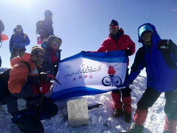 فتح قله 3هزار متری آرارات توسط تیم کوهنوردی پتروشیمی امیرکبیر