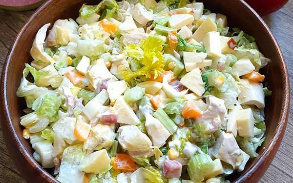 طرز تهیه سالاد سیب و پنیر