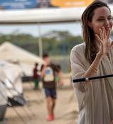 آنجلینا جولی در کمپ + تصاویر