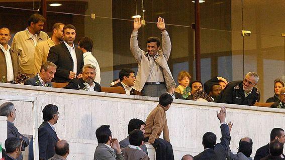 احمدی نژاد در برکناری دایی، نقش داشت