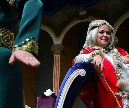 تصاویری از گریم جالب بهاره رهنما در زنان شکسپیر