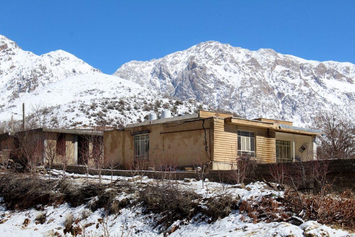 بازدید رئیس بنیاد مسکن از مناطق زلزله زده شهرستان دنا