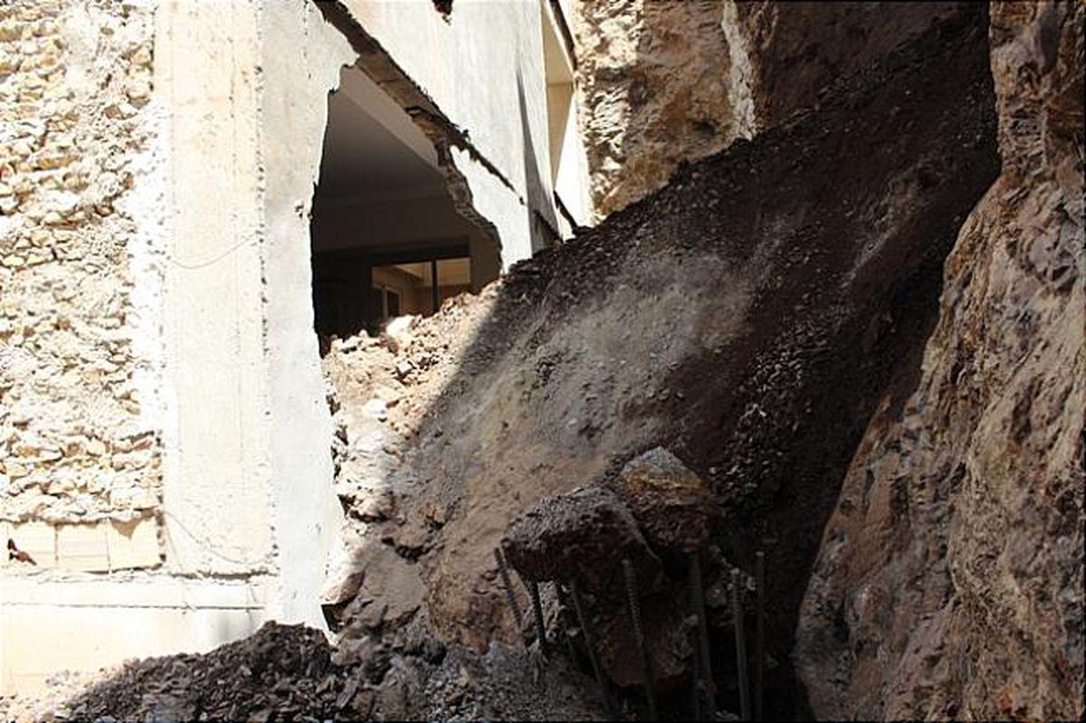 ریزش ناگهانی ساختمان مسکونی قدیمی بر سر رهگذران