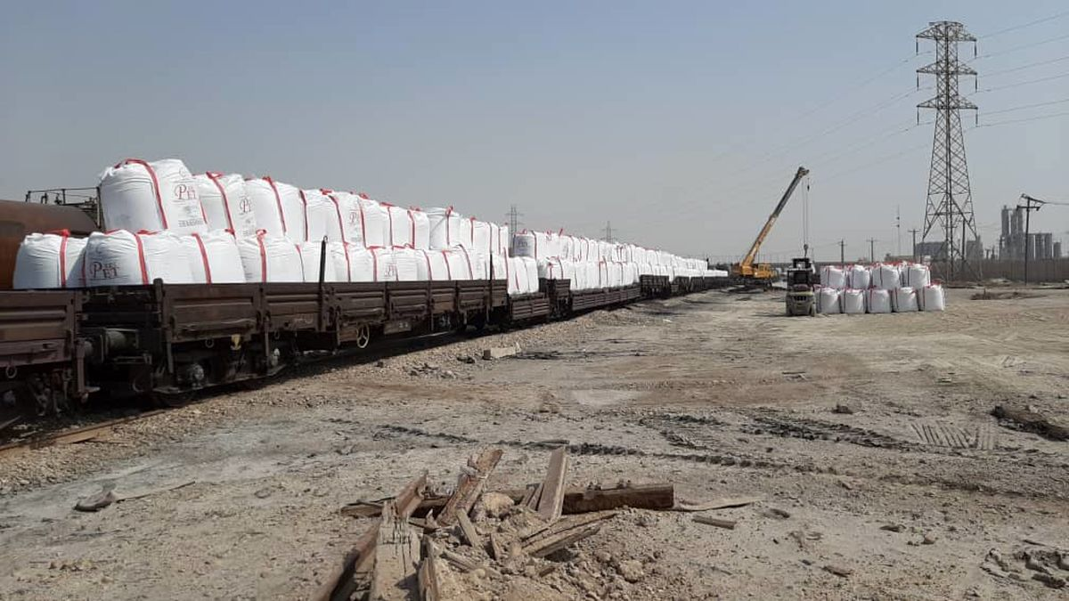حمل محصولات پتروشیمی شهید تندگویان به وسیله راه آهن میسر شد