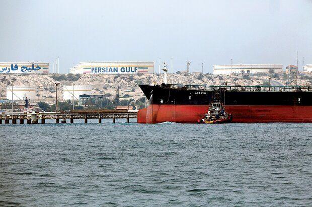 همتی: صادرات نفت ایران ادامه دارد
