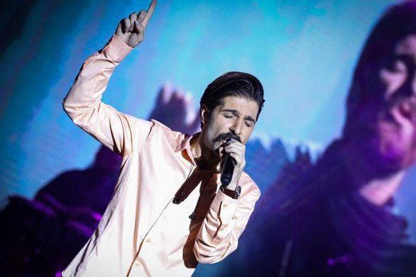 """حمید هیراد با اجرای""""خوشم میاد """" به روی صحنه رفت"""