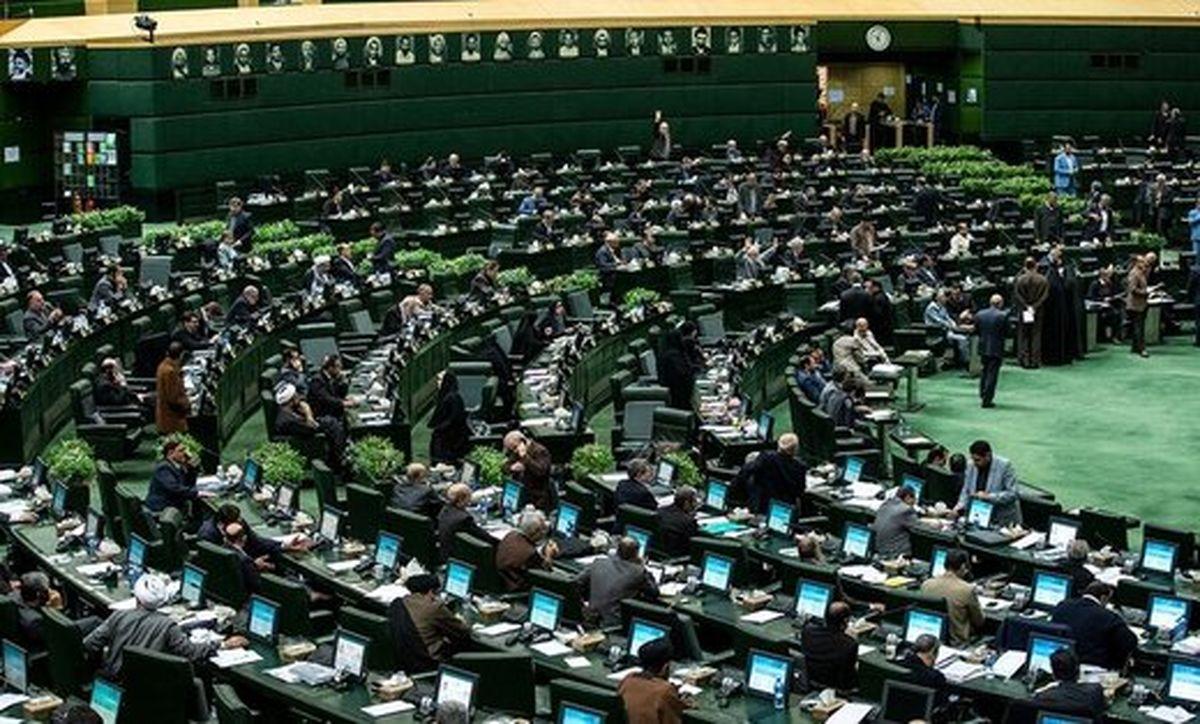 در مجلس هر نماینده چقدر حقوق می گیرد؟