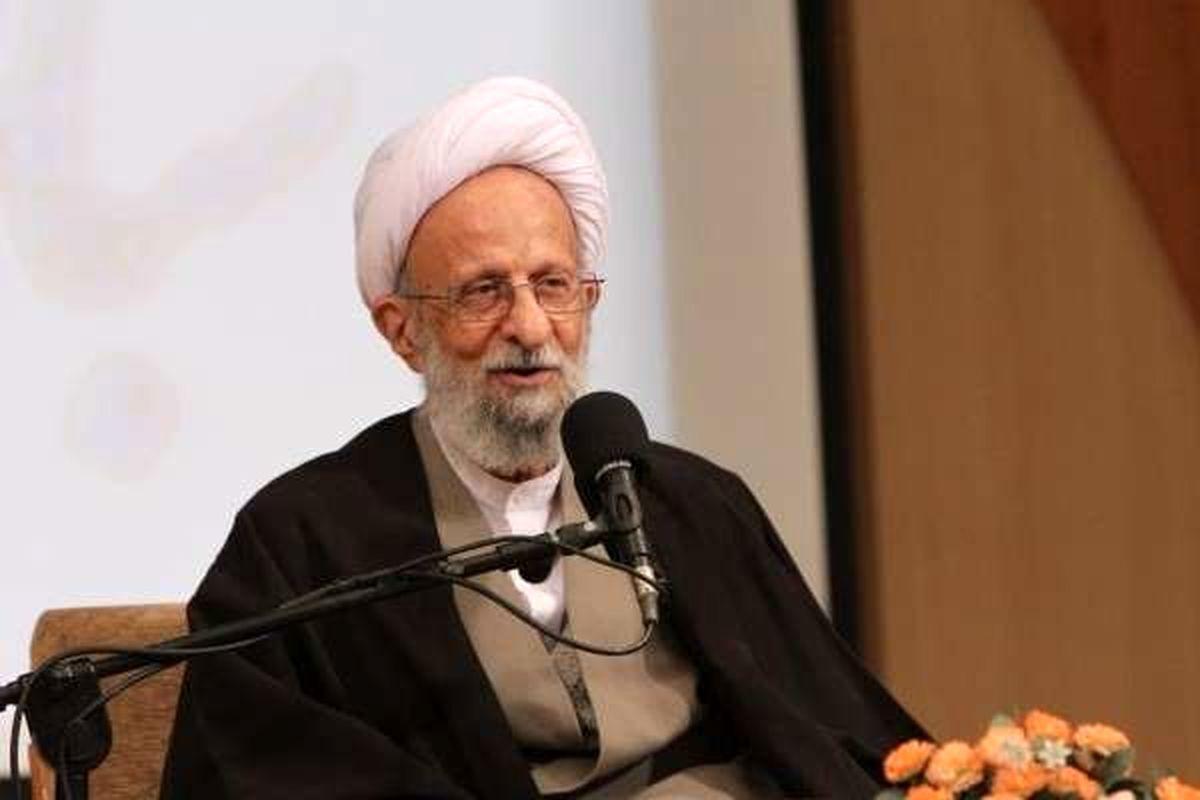 نماینده آیتالله مصباحیزدی برای ثبتنام به حوزه انتخابه مشهد مراجعه کرد