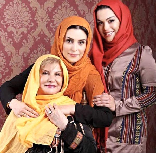 زنده یاد ماهچهره خلیلی در کنار مادر و خواهرش + عکس