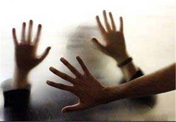 تجاوز جنسی مرد شیطان صفت به زن های شوهردار مقابل چشم همسرانشان + عکس