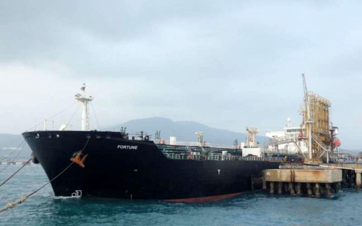 دو نفتکش حامل سوخت ایران حرکت به سوی ونزوئلا را متوقف کردند