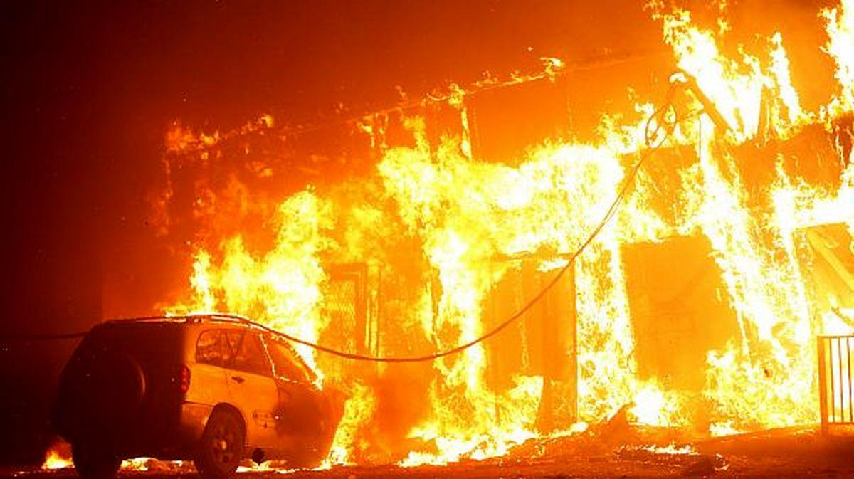 آتش سوزی هولناک در خیابان وزرای تهران+ فیلم و عکس