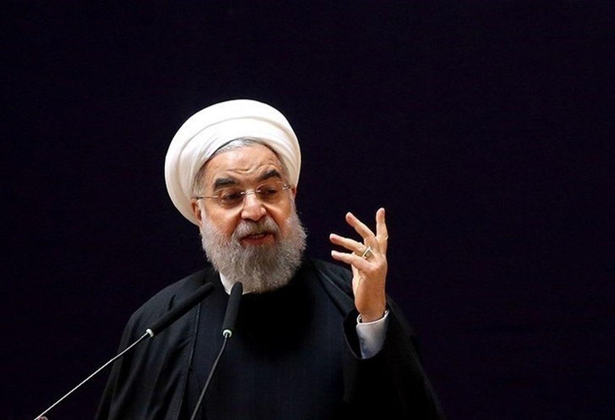 روحانی: کاخ سفید بداند ملت ایران از مسیر پیشرفت عقب نمیماند