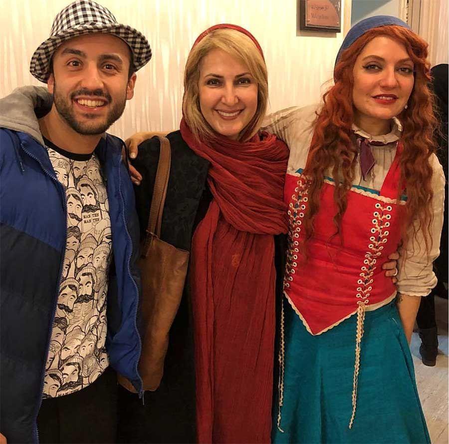 تیپ مهناز افشار و خانم بازیگر در یک تئاتر! + عکس
