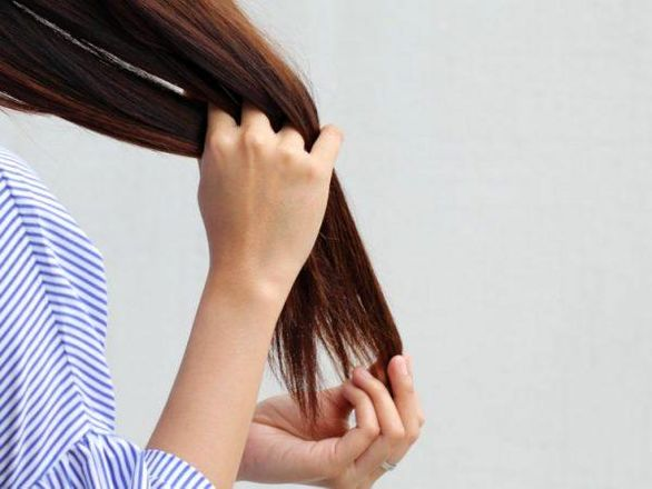 خشکی مو چیست؟ + علائم، علت و درمان خانگی خشکی مو