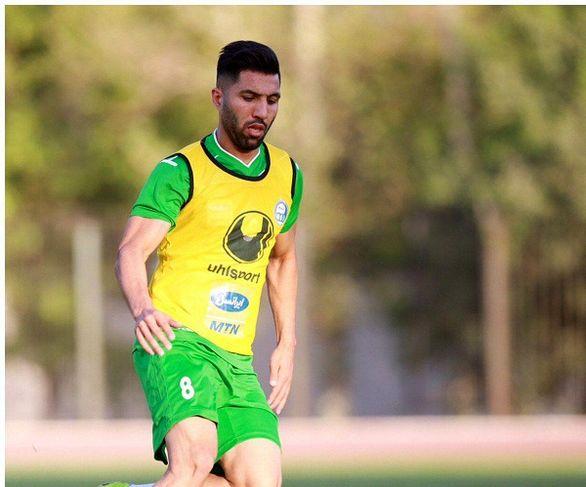 فوتبال درون تیمی استقلال با پیراهن نا متعارف!