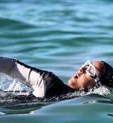 ترانه علیدوستی در حال شنا کردن + عکس
