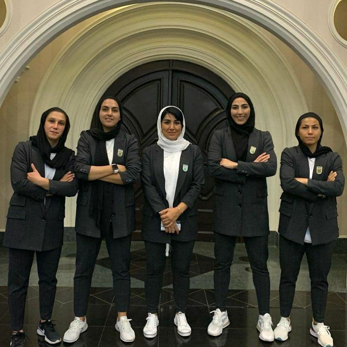 لباس تیم فوتبال بانوان جنجال به پا کرد + تصاویر