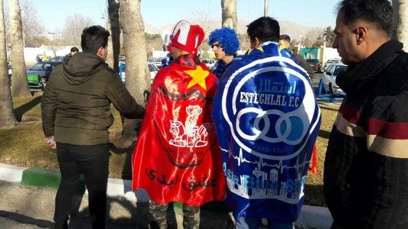 فروش ماسکهای ضد کرونا در استادیوم آزادی