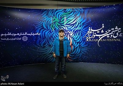 امیرمحمد متقیان مجری در هفتمین روز سی و هشتمین جشنواره فیلم فجر در پردیس چارسو