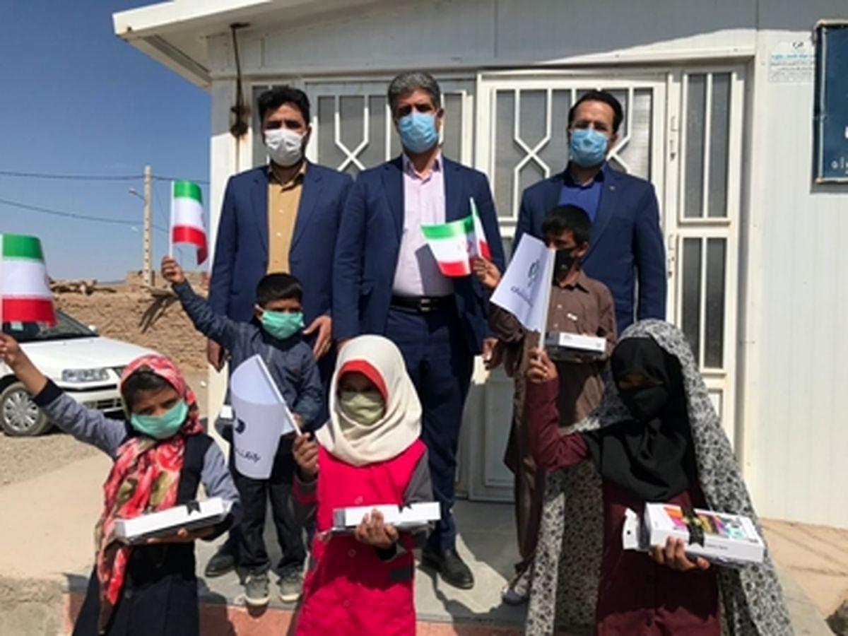 اهدا تبلت های بانک رفاه به دانش آموزان خراسان جنوبی