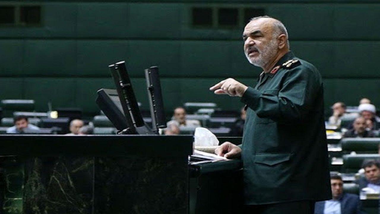 راه را از نظر نظامی بر دشمن بستهایم/ جنگ منتفی است اما دشمن درپی نفوذ اقتصادی است/ ملت ایران پژواک صدای بیگانه نمیشود
