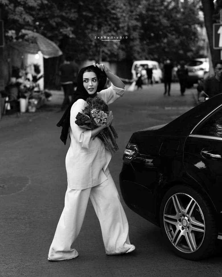 عکس- آلبوم تصویری بهنوش طباطبایی در خرید گل عید غدیر! - وقت صبح