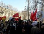 برگزاری تجمع اعتراض به سخنان ظریف مقابل وزارت خارجه + عکس