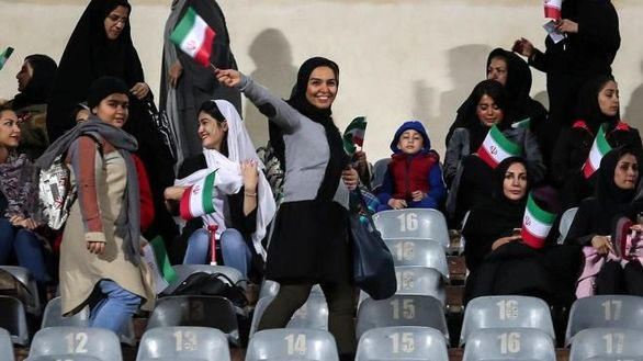بیانیه فیفا درباره حضور زنان در ورزشگاه آزادی