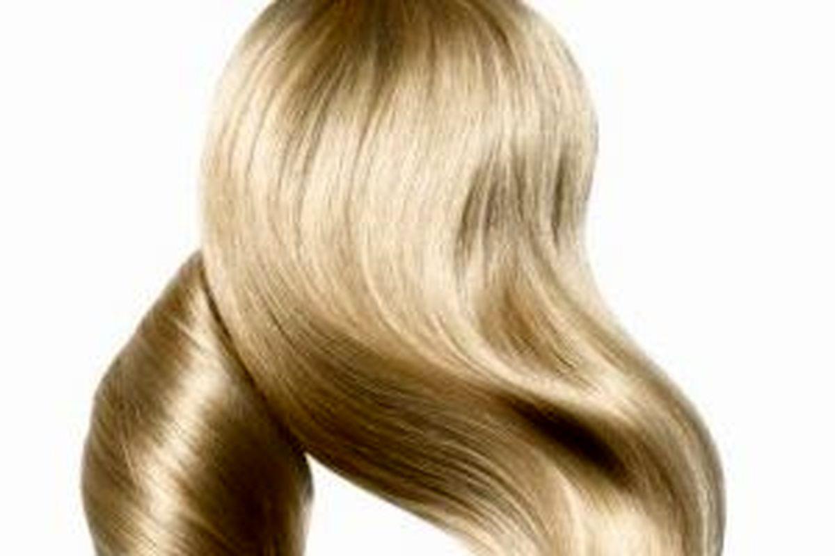 با این روش فوق العاده رنگ موهایتان را از ریشه زیبا و خوشرنگ کنید