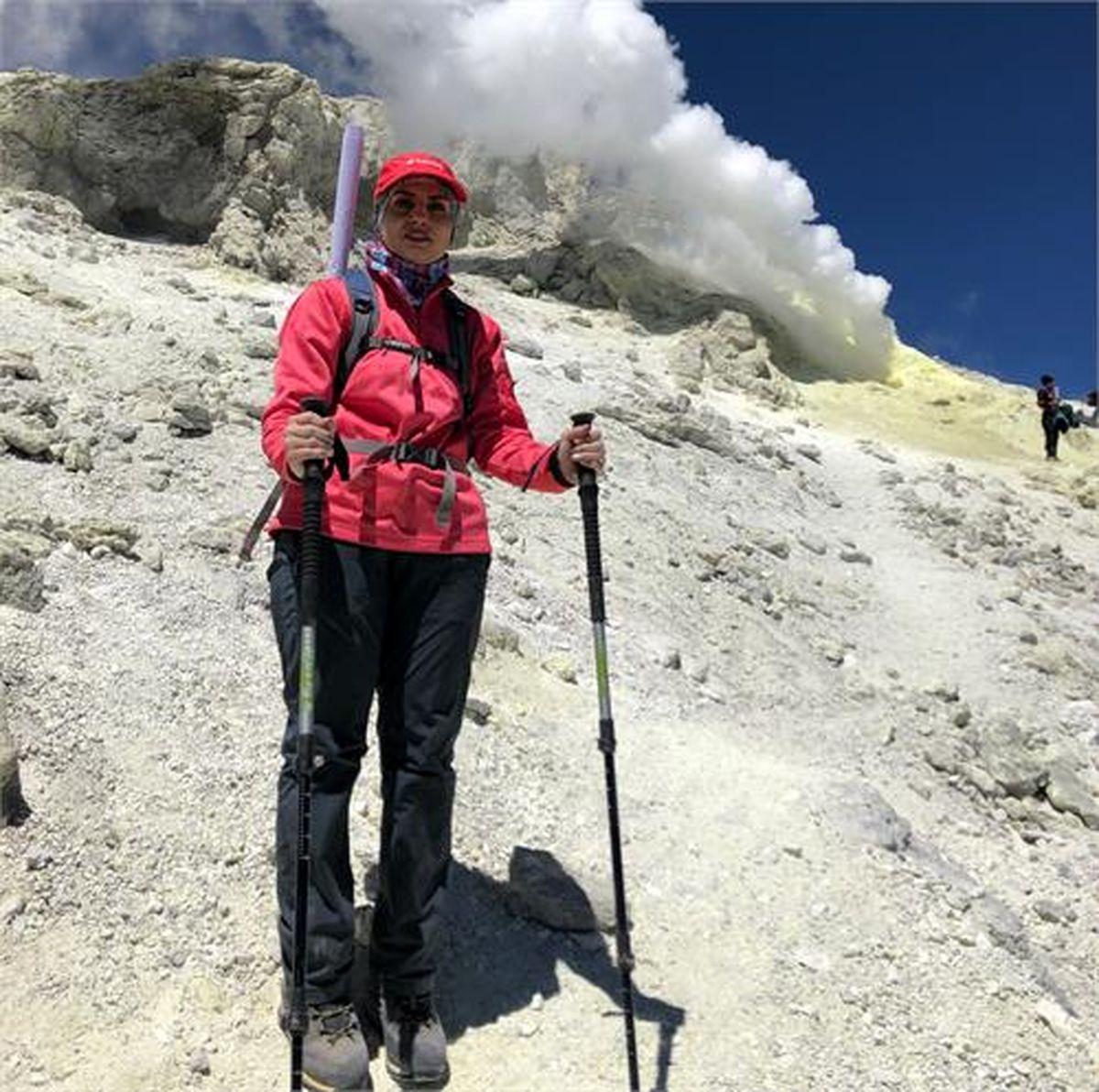 صعود مستقل بانوی کوهنورد فولادی به قله دماوند