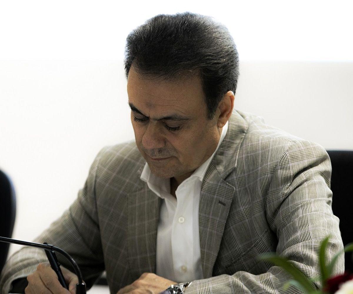 مدیرعامل بانک ملت درگذشت پدر شهیدان کرمی را تسلیت گفت