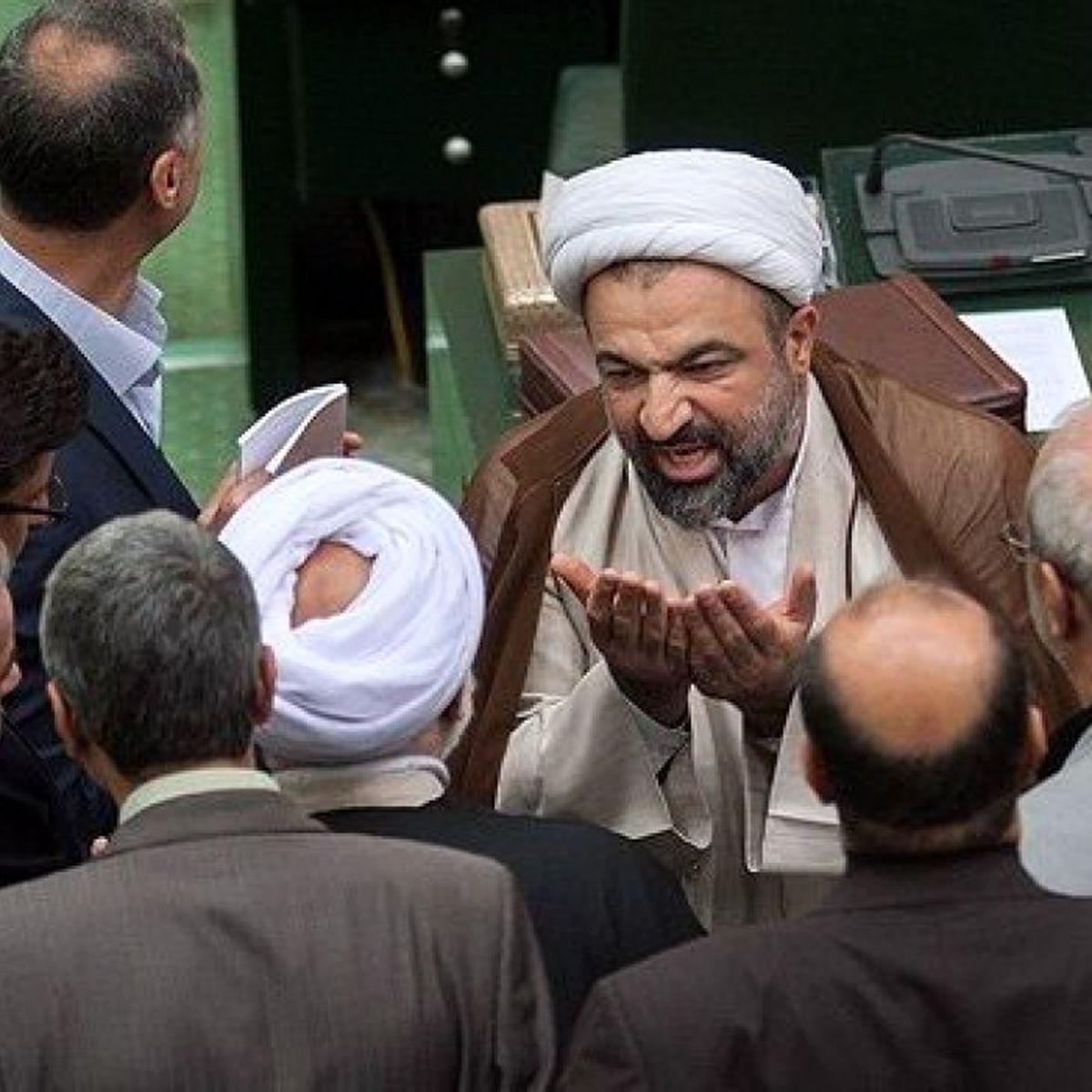 حمله تند رسایی به لاریجانی و روحانی + عکس