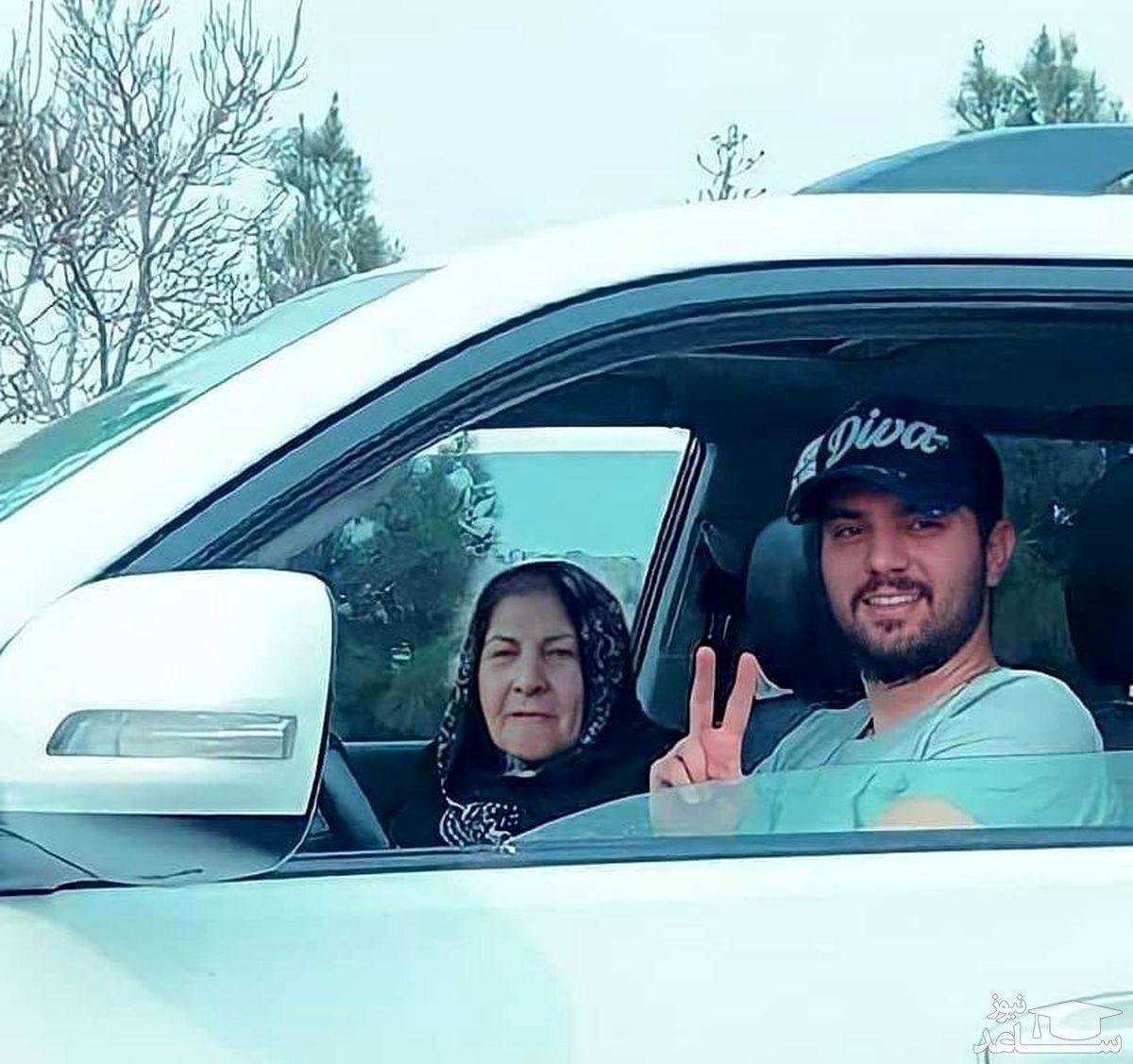 سینا مهراد و مادربزرگش