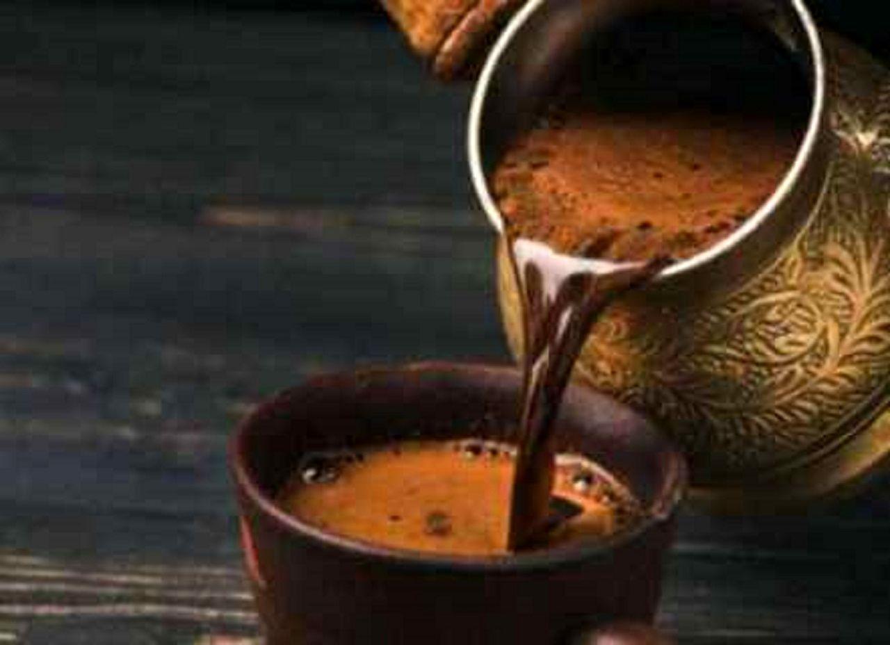 عادتهای اشتباه در نوشیدن قهوه/ چگونه دوست سلامتی خود را به دشمن آن تبدیل میکنیم؟