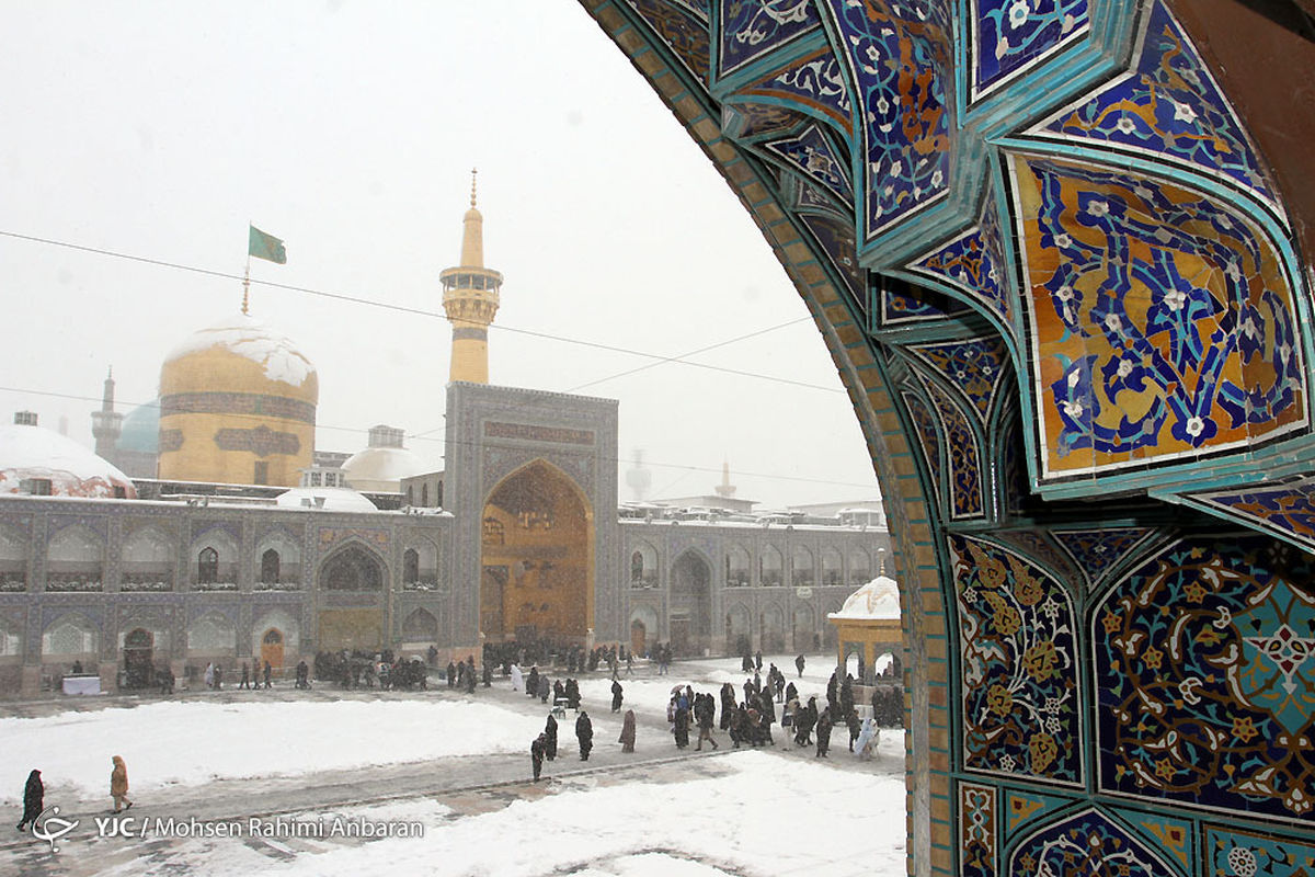 بارش برف پاییزی در حرم امام رضا (ع) + عکس
