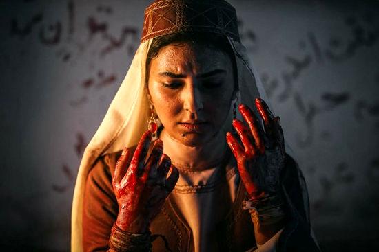 دستهای خونی هدی زین العابدین در یک فیلم