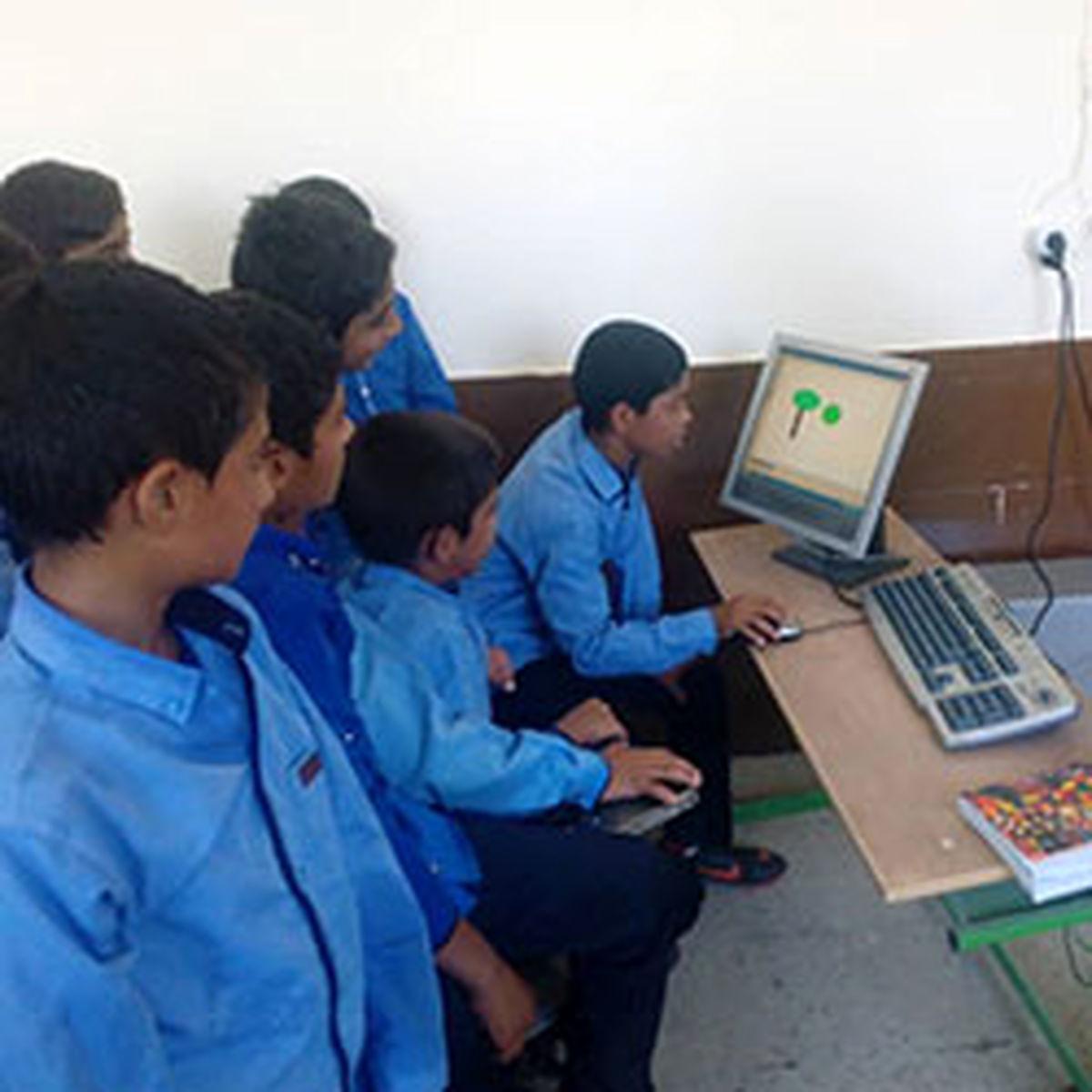 اهدای تجهیزات رایانهای به مدارس مناطق کمتر برخوردار کشور توسط بانک اقتصادنوین