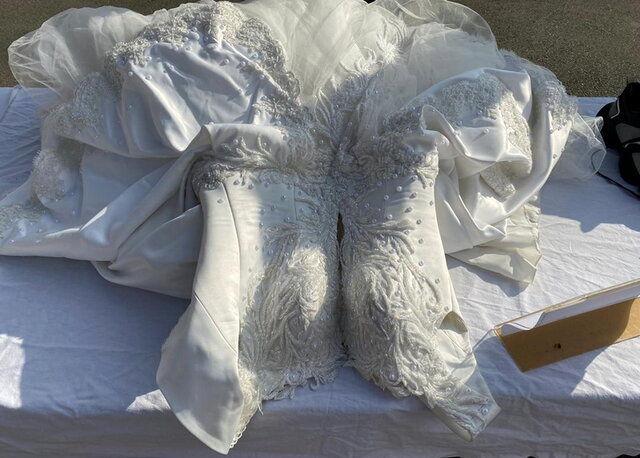 کشف لباس عروس شیشه ای در تهران + عکس دیده نشده