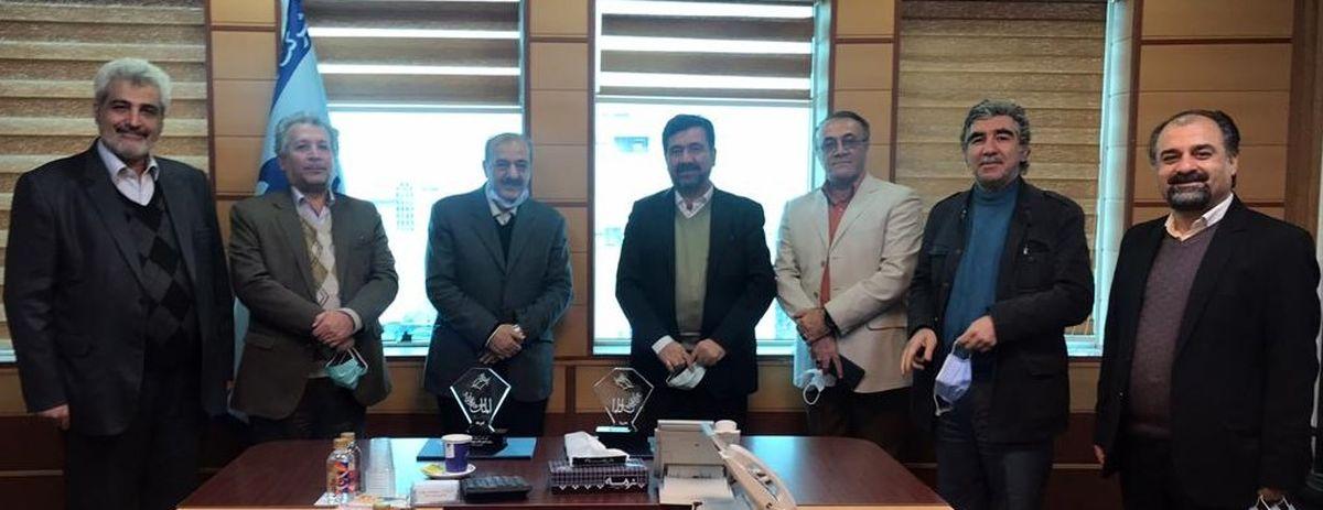 اعطای بالاترین نشان روابط عمومی به دو نفر از پیشکسوتان جامعه روابط عمومی ایران