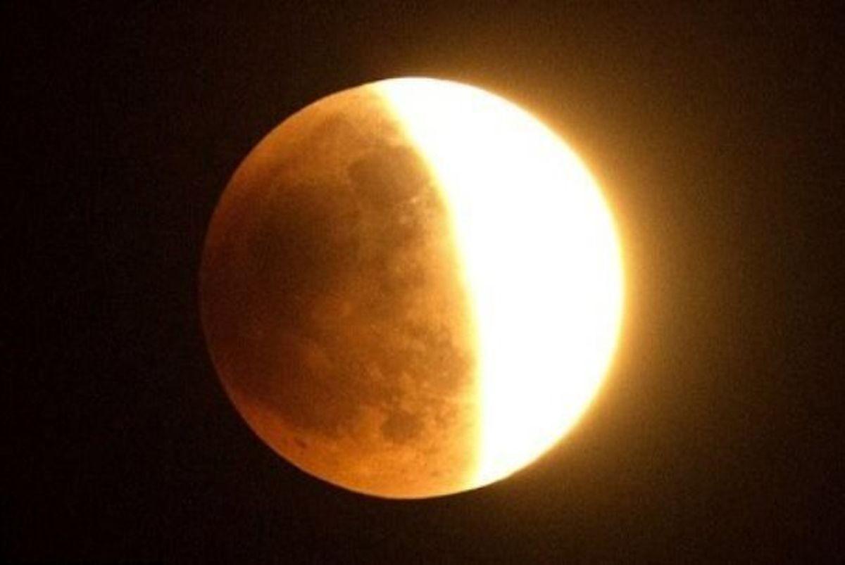 امشب ناظران ۴ قاره به تماشای ماهگرفتگی مینشینند