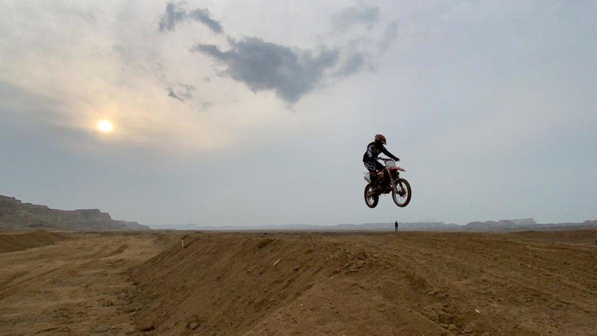 بازدید مدیرعامل سازمان منطقه آزاد قشم از پیست 3 هکتاری موتورکراس