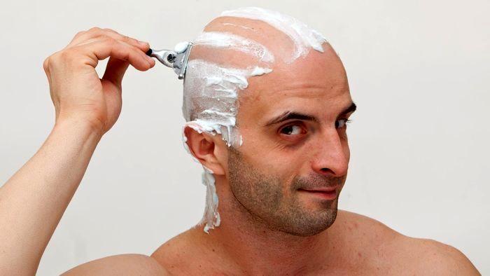 از تاثیرات منفی تیغ زدن موها بر ریزش مو چه می دانید