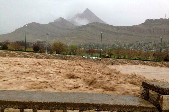 ساکنان حاشیه رودخانههای لرستان به مناطق امن پناه ببرند