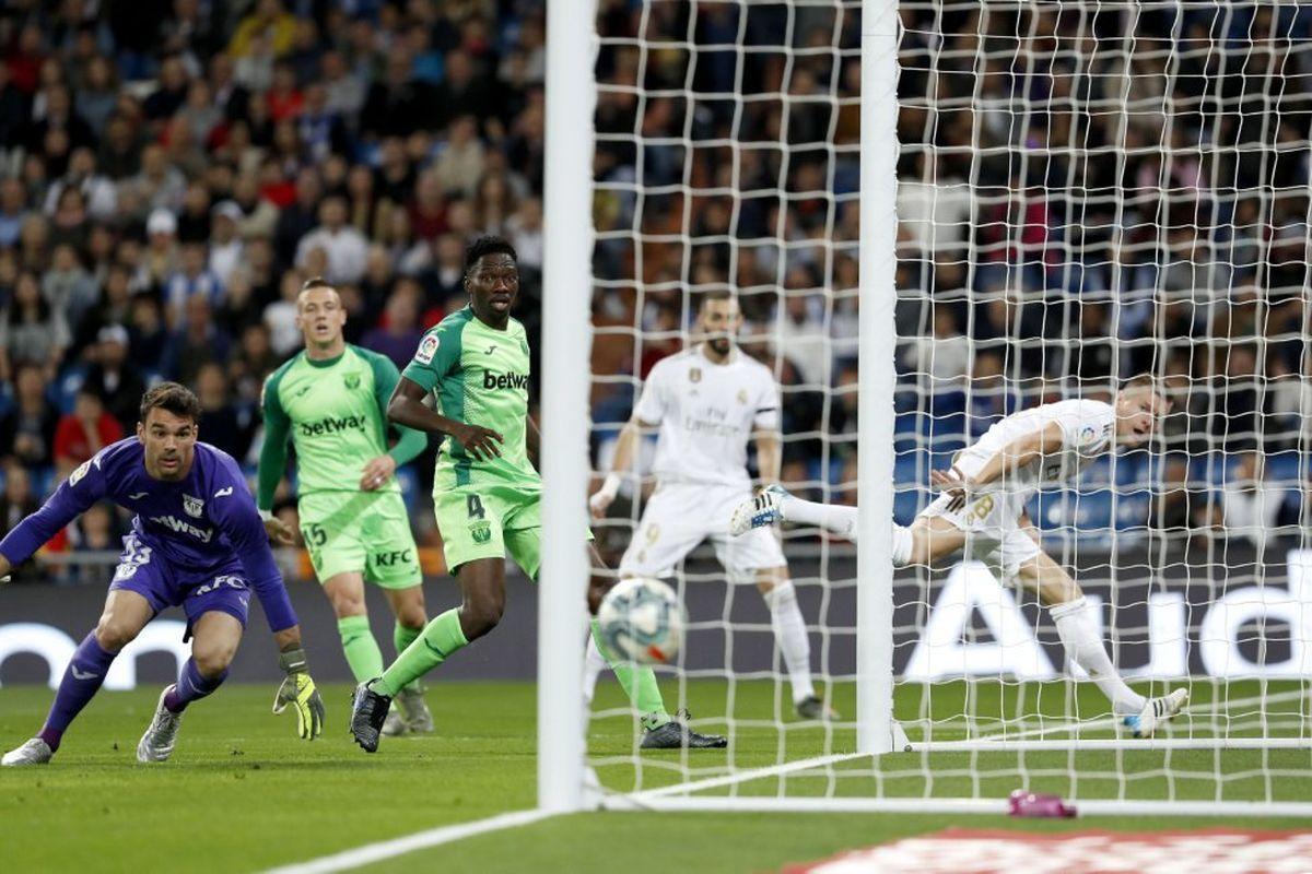 رئال مادرید در یک قدمی بارسلونا قرار گرفت