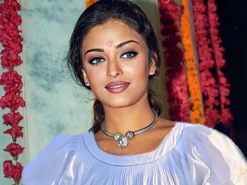 THIS priceless throwback picture of Aishwarya Rai Bachchan is all things beautiful! | Hindi Movie News - Times of India