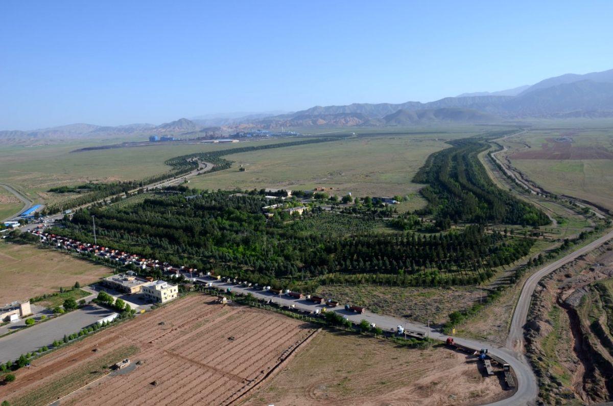 اجرای طرح کاشت گیاهان سازگار با محیط صنعتی در فولاد خراسان