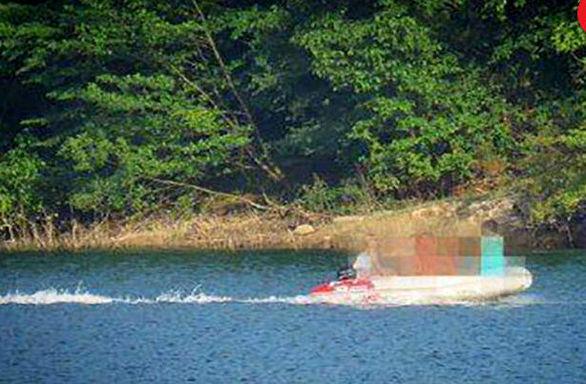 ماجرای قایق سواری و شنای دختران لخت در سد لفور مازندران چه بود ؟ + عکس و فیلم  عجیب