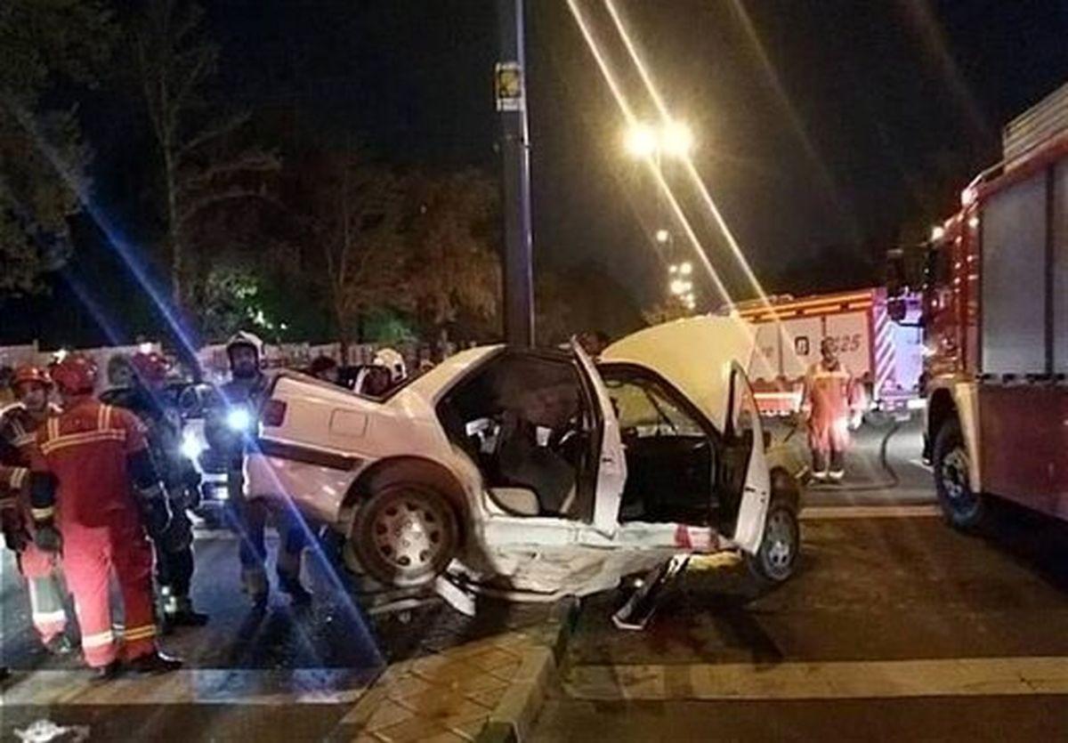 مرگ دلخراش راننده جوان بر اثر تصادف با تیر برق  + جزئیات